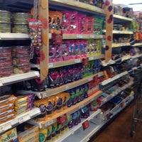 Photo taken at Fresh & Easy Neighborhood Market by L_obett C. on 7/8/2014