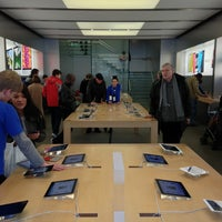 Photo taken at Apple Liverpool ONE by Adrien on 3/1/2013