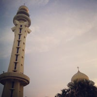 Photo taken at State Mosque (Masjid Negeri) by Musyrif A. on 3/9/2013