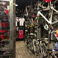 Photo taken at 單車喜客 (忠孝店) La Boutique Du Velo by Charles W. on 9/10/2013