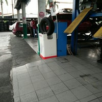 Photo taken at Hicom Tyre and Aligment by khairulfattah on 10/31/2015