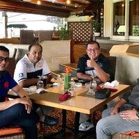 รูปภาพถ่ายที่ Pondok Indah Golf Club House โดย فيزال زينول (. เมื่อ 7/25/2017