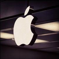 Photo taken at Apple Parquesur by César R. on 3/23/2013