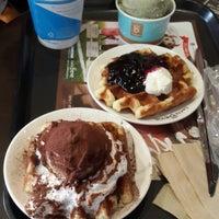 Photo taken at Caffé bene by Miavianty K. on 4/19/2014
