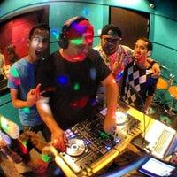 Photo taken at KLpop Radio Konti by Faiz Kech on 7/16/2013