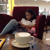 Photo taken at The Coffee Bean & Tea Leaf by Budi R. on 1/6/2015