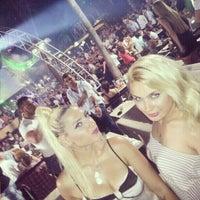 7/16/2013 tarihinde eylul b.ziyaretçi tarafından Aura Club Kemer'de çekilen fotoğraf