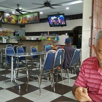 Photo taken at Restoran Nasi Kandar M. M. Ibrahim by Abu Bakar A. on 11/29/2016