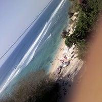 Снимок сделан в Padang-Padang Beach пользователем Andini P. 10/11/2012
