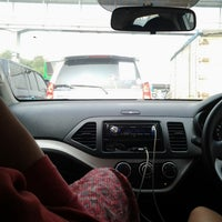 Photo taken at Jalan Tol Tangerang - Merak by rizkiamalia b. on 9/29/2013