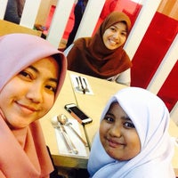 Photo taken at Pizza Hut by AmiraNaira on 1/15/2016
