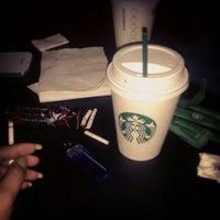 Foto tirada no(a) Starbucks por Zeejulie em 10/18/2013