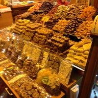 Foto tomada en Spice Bazaar-Egyptian Bazaar por Hüseyin G. el 6/28/2013