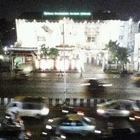 Photo taken at koyambedu signal by Jin r. on 12/11/2012