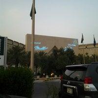 รูปภาพถ่ายที่ Al Rashid Mall โดย Wadha AKA W. เมื่อ 5/12/2013