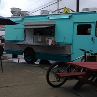 Foto tomada en Way Good Food Truck  por mark m. el 1/31/2014