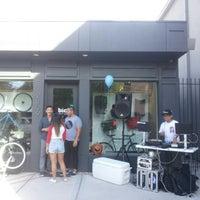 Foto scattata a Bici Showroom & Cyclery da mark m. il 10/21/2012