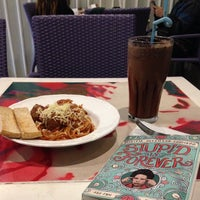 Photo taken at Book Latte by Marianne R. on 9/9/2015