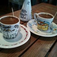 3/17/2013 tarihinde Melike D.ziyaretçi tarafından Kaktüs Kahvesi'de çekilen fotoğraf
