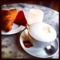 Das Foto wurde bei Kaffeehaus SowohlAlsAuch von Leigh Ann S. am 2/2/2013 aufgenommen