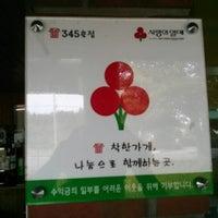 Photo taken at 각지불식당 by 현호 김. on 11/30/2012