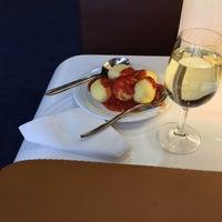 Снимок сделан в Lufthansa Senator Lounge пользователем Manuel S. 5/10/2015