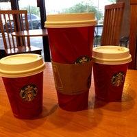 Foto tirada no(a) Starbucks por Luis Q. em 11/14/2014