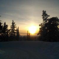 Photo taken at Ylläs maisematien näköalapaikka by Kimmo V. on 2/28/2014