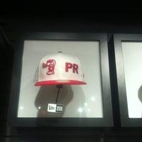 Foto diambil di Puffer Red's oleh Daisha N. pada 1/27/2012