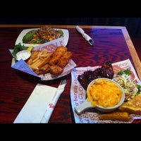 Photo taken at Red Robin Gourmet Burgers by Rex T. on 9/7/2012