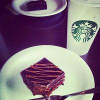 Снимок сделан в Starbucks пользователем Carolina R. 4/11/2013