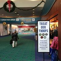 Foto tomada en Bishop International Airport (FNT) por Thomas P E. el 12/18/2012
