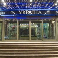Снимок сделан в Универмаг «Украина» пользователем Andriana X. 4/15/2013