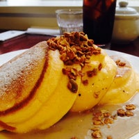 Photo taken at ninOval cafe by maritpunkt on 8/20/2014