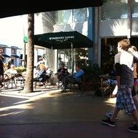 Снимок сделан в Starbucks пользователем Ольга Б. 12/27/2012