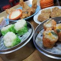 Photo taken at De Tai Tong Cafe (大東酒樓) by Jarriel T. on 12/24/2012