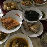 Photo taken at Restoran Simpang Raya by Alisa on 7/22/2017