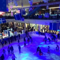 Photo taken at Westfield Ice Rink by Daria 😎 on 12/8/2012