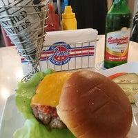 Das Foto wurde bei Jones - K's Original American Diner von Murat P. am 6/16/2017 aufgenommen