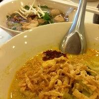 Photo taken at Kouay Teaw Roue Kuen Hang by Weeralert A. on 12/2/2012