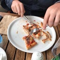 Foto tirada no(a) 360 Degrees Artisan Pizza & Winebar por Joao David G. em 7/4/2017