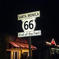 "Foto diambil di Santa Monica Route 66 ""End of the Trail"" oleh Asa M. pada 2/16/2013"