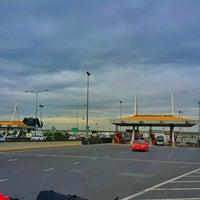 Photo taken at Pak Nam 2 Toll Plaza by Man_Used👽👾👽 on 12/15/2016