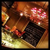 2/11/2013 tarihinde Denitsa V.ziyaretçi tarafından Café Ma Baker'de çekilen fotoğraf