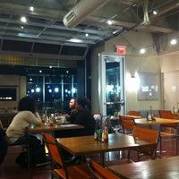 Foto scattata a Green Tomato Cafe da Deanna M. il 3/9/2013