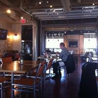 Foto scattata a Green Tomato Cafe da Deanna M. il 4/3/2013