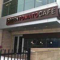 Foto scattata a Green Tomato Cafe da Deanna M. il 2/22/2013