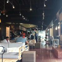 Foto scattata a Green Tomato Cafe da Deanna M. il 8/2/2013