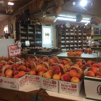 Photo taken at Reid's Orchard by Jana H. on 8/3/2017