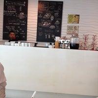 10/22/2014 tarihinde Budianto 曾.ziyaretçi tarafından High On Caffeine'de çekilen fotoğraf